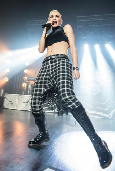 Gwen Stefani's Outfit Travels Back To The 90s, Her Body Doesn't Have To!