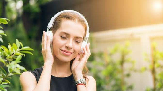 Ilustrasi Mendengarkan Musik Credit: pexels.com/Tirachard