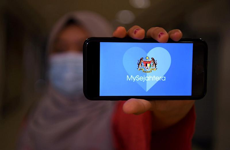 MRA urged the government to expedite the gazetting of the mandatory use of the MySejahtera app as it will make it easier for the Ministry of Health to conduct Covid-19 contact tracing. — Bernama pic
