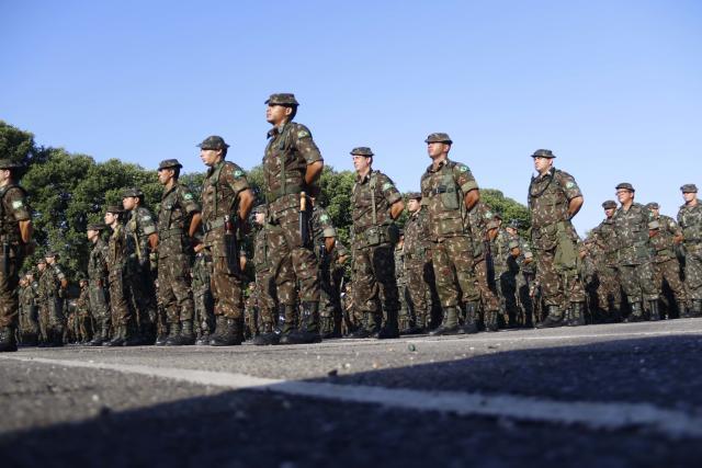 Nem o Regime Geral de Previdência Social, nem o Regime Próprio de Previdência Social, próprio dos funcionários públicos, incluem os militares brasileiros (Igor Mota/Futura Press)
