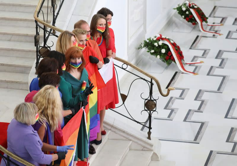 Polish opposition shows rainbow LGBT solidarity at president's swearing-in