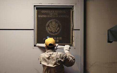 A name plaque is removed from the US consulate in Chengdu. Photo: Simon Song