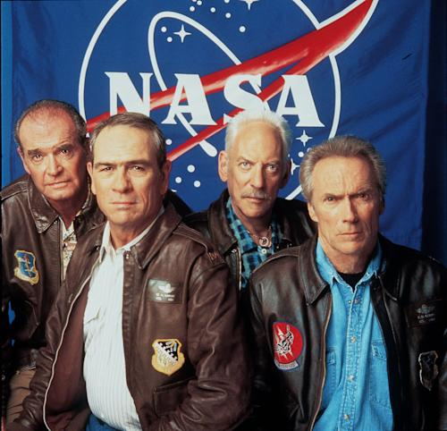 "FILE - From Left: James Garner, Tommy Lee Jones, Donald Sutherland and Clint Eastwood pose for Warner Brothers Pictures' ""Space Cowboys"" in this July 2000 file photo. Actor James Garner, wisecracking star of TV's ""Maverick"" who went on to a long career on both small and big screen, died Saturday July 19, 2014 according to Los angeles police. He was 86. (AP Photo/ Warner Brothers, File)"