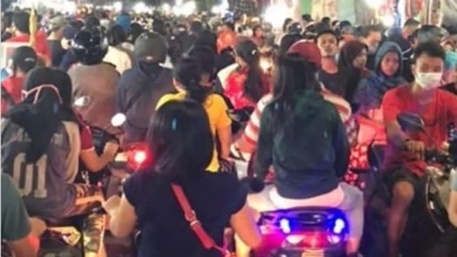 Ngeyel, Warga DKI Padati Pasar Malam saat Kasus Corona Meningkat