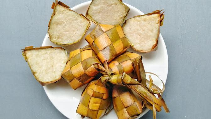 ilustrasi aneka macam daun yang digunakan untuk pembungkus makanan yang praktis dan ramah lingkungan/Rani Restu Irianti/shutterstock