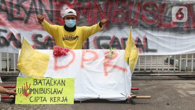 Protes RUU Cipta Kerja Disahkan, Pendemo Sempat Bakar Ban di Pasar Rebo