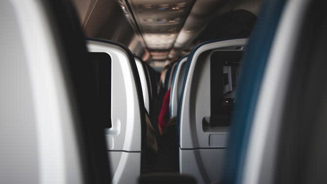 Ilustrasi pesawat terbang. (dok. unsplash.com/Asnida Riani)