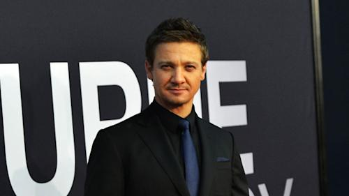 Jeremy Renner Got Secretly Married!