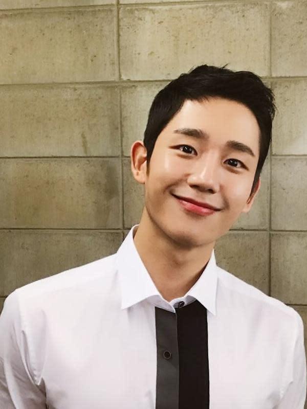 Jung Hae In pun meraih banyak tawaran seperti pemotretan majalah hingga iklan. Bahkan baru-baru ini terungkap penghasilan Jung Hae In saat menjadi bintang iklan. (Foto: instagram.com/holyhaein)