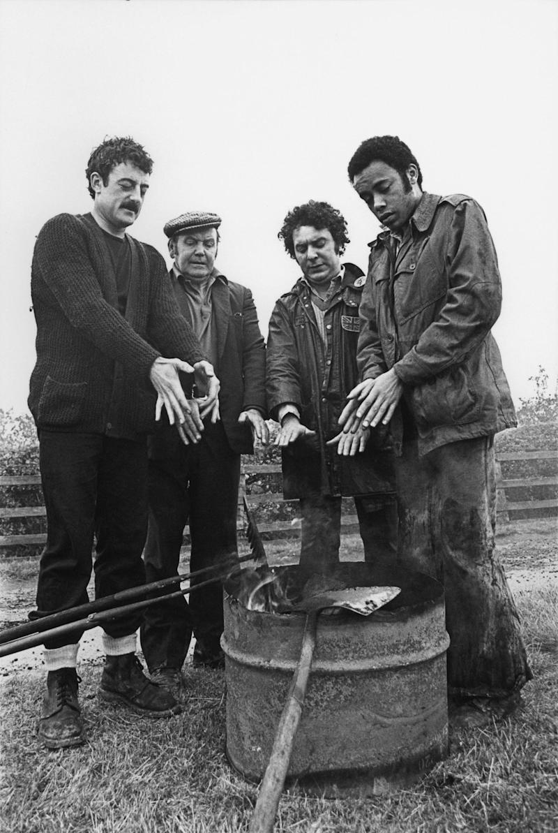 The Black Stuff, Play for Today, from left: Bernard Hill, Peter Kerrigan, Michael Angelis, Alan Igbon,  - Everett Collection/Alamy