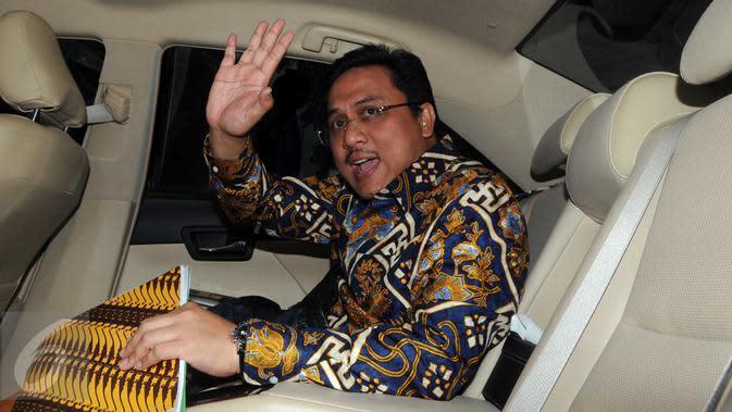 Anggota BPK, Agung Firman Sampurna meninggalkan Gedung KPK usai mengikuti rapat awal dengan Pimpinan KPK di Jakarta, Jumat (5/2/2016). BPK akan segera memeriksa laporan keuangan KPK. (Liputan6.com/Helmi Afandi)