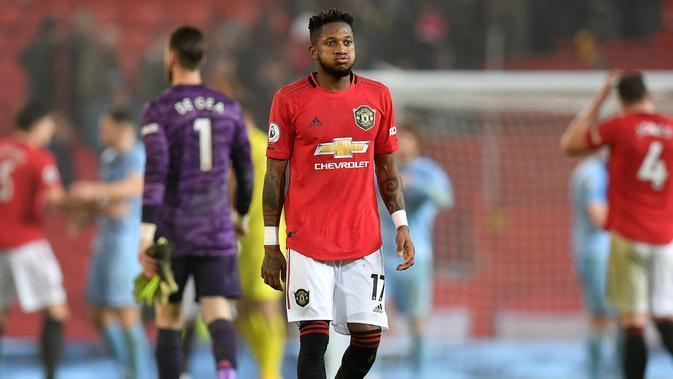 Gelandang Manchester United (MU), Fred bereaksi saat meninggalkan lapangan setelah pertandingan pekan ke-24 kompetisi Liga Inggris 2019-2020 kontra Burnley di Old Trafford, Rabu (23/1/2020). MU tidak berdaya di kandang sendiri usai takluk 0-2 dari Burnley. (Paul ELLIS/AFP)