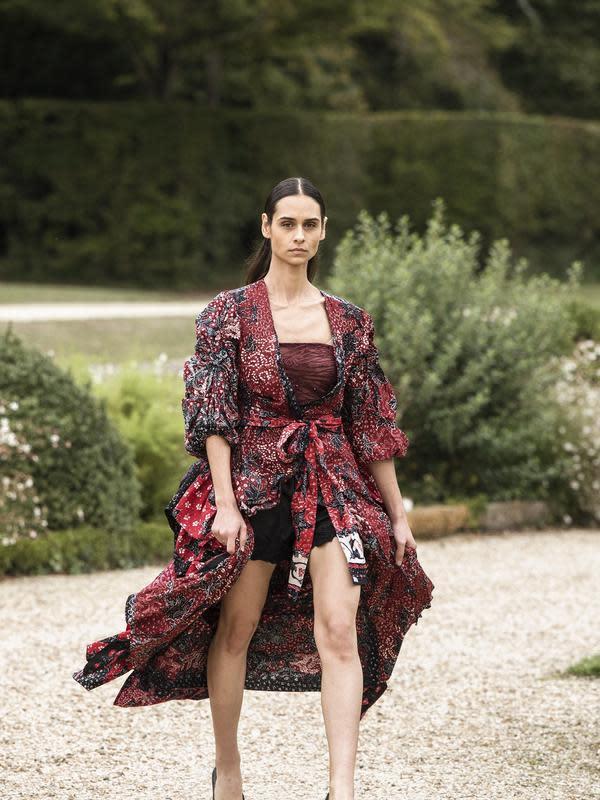 Hayuntan 'SAKA 1335' di panggung Paris Fashion Week. Sumber foto: Document/Hanyutan.
