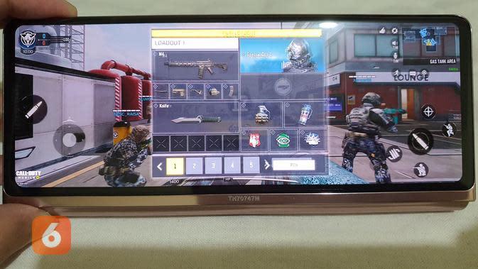 Main gim COD Mobile di Galaxy Z Fold 2 (Liputan6.com/ Agustin Setyo W)
