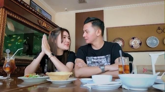 Nella Kharisma bersama kekasihnya Dory Harsa