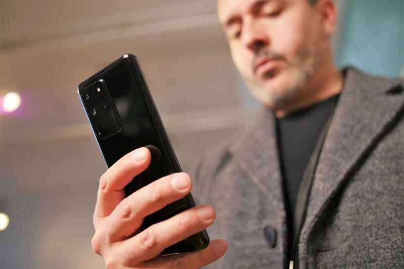 Samsung Galaxy S20 Ultra held in hand