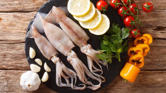 ilustrasi cumi-cumi/copyright By AS Food studio (Shutterstock)