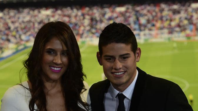 James Rodriguez (kanan) ketika masih bersama Daniela Ospina. (AFP/Pierre-Philippe Marcou)