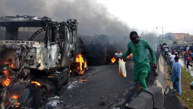Insiden truk BBM meledak di Nigeria pada 12 Juli 2012. (AFP Photo)