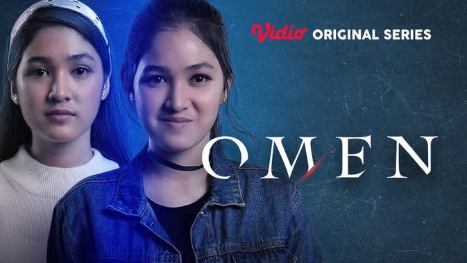 Karakter ganda Cut Syifa sebagai Erika dan Eliza di serial Omen. (credit: Vidio)