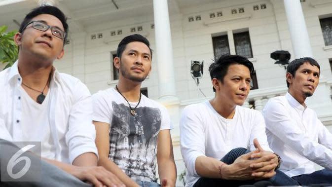 NOAH yang sebelumnya bernama Peterpan, adalah grup band pop/rock alternatif asal Bandung yang populer di Indonesia.