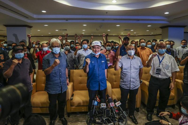 Sabah Bersatu chief Datuk Hajiji Noor (centre) poses for a group photo with Gabungan Rakyat Sabah leaders during a press conference at the Magellan Sutera Resort in Kota Kinabalu September 26, 2020. — Picture by Firdaus Latif