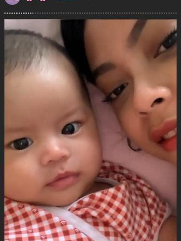 Sakina Tama dan Salima Anak Gista Putri (Sumber: Instagram/sakinatama)