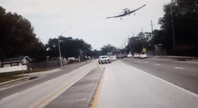 Vídeo chocante mostra momento em que avião cai em estrada da Flórida, nos E