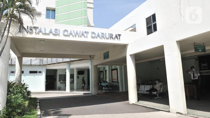 Suasana Rumah Sakit Penyakit Infekssi (RSPI) Prof. DR. Sulianti Saroso, Jakarta, Senin (2/3/2020). Pegawai dan pengunjung di RSPI Prof. DR.Sulianti Saroso mengenakan masker sebagai pencegahan penularan pasca dua pasien positif Corona dirawat di rumah sakit tersebut. (merdeka.com/Iqbal S. Nugroho)