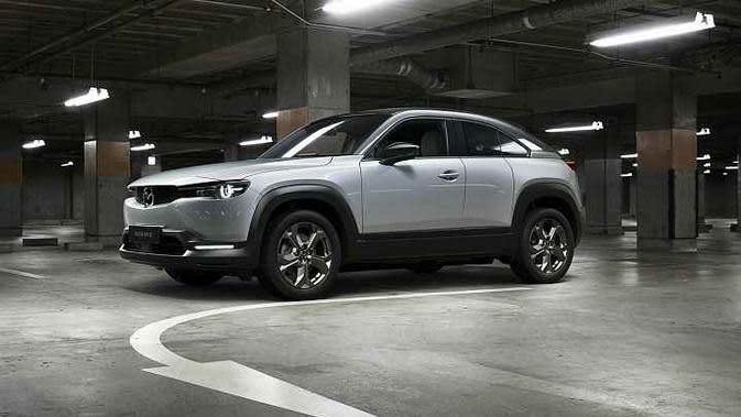 Mazda MX-30 menjadi mobil listrik pertama buatan Mazda yang akan mulai dipasarkan pada 2021. (Mazda)