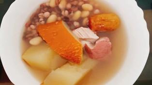 清熱袪濕 感冒後調理-老黃瓜赤扁豆薏米豬展湯