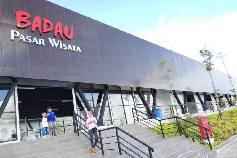 Pasar Wisata Badau di batas Indonesia-Malaysia mulai beroperasi