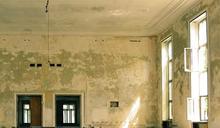 天花板出現裂痕「感覺會塌」 網揭特殊材質:有輕微毒性!