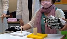 影/機器手套幫做復健 半邊中風病患可打電腦
