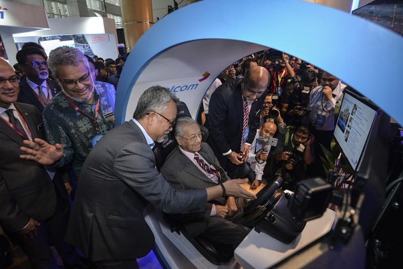Prime Minister Tun Dr Mahathir Mohamad at the Celcom booth during the launch of the 5G Showcase in Putrajaya April 18, 2019. — Picture by Mukhriz Hazim