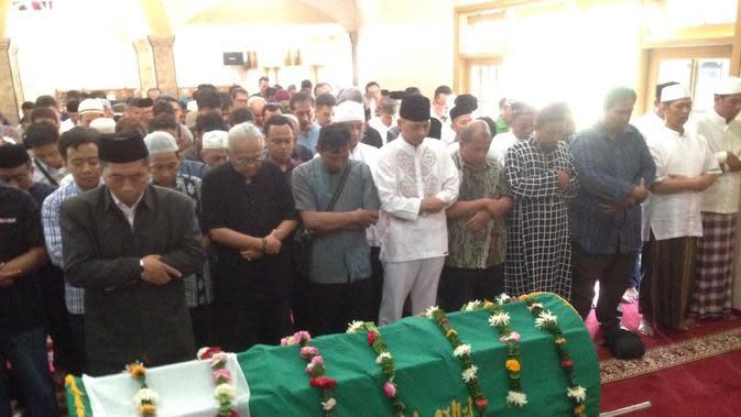 Tata Cara Menyolatkan Jenazah. (Syaiful Bahri/Bintang.com)
