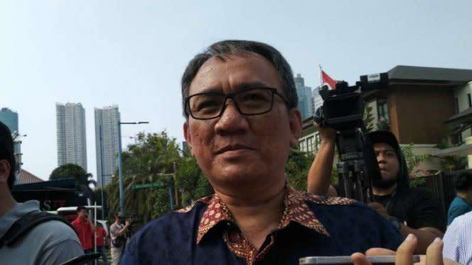 Mimpikan Jokowi-Mahfud MD Kena Corona, Andi Arief: Abaikan