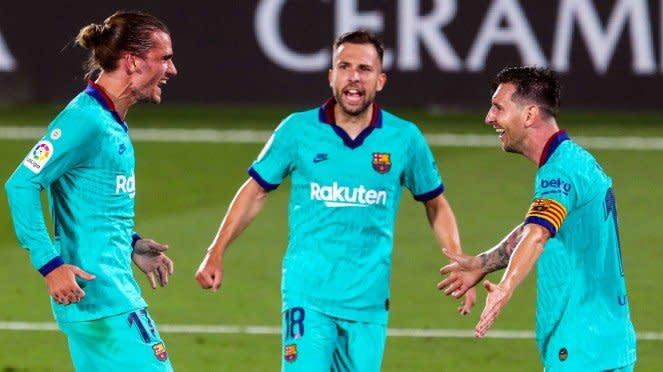 Antoine Griezman dan Lionel Messi berselebrasi