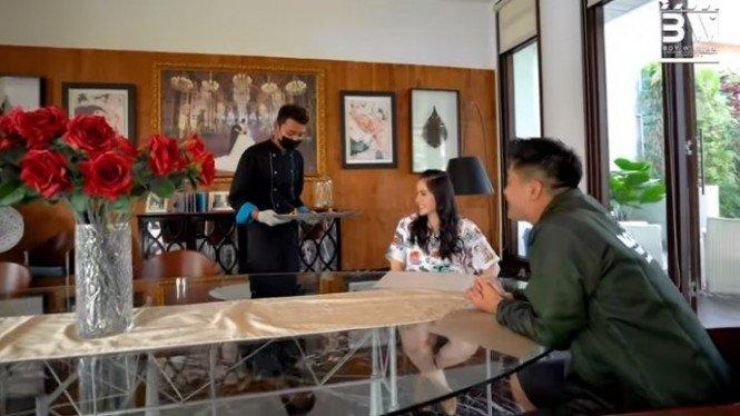 Saking Tajirnya, Momo Eks Geisha Punya Chef Pribadi di Rumah
