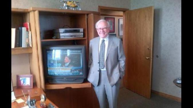 Buffett selalu hidup sederhana. | via: kaskus.co.id