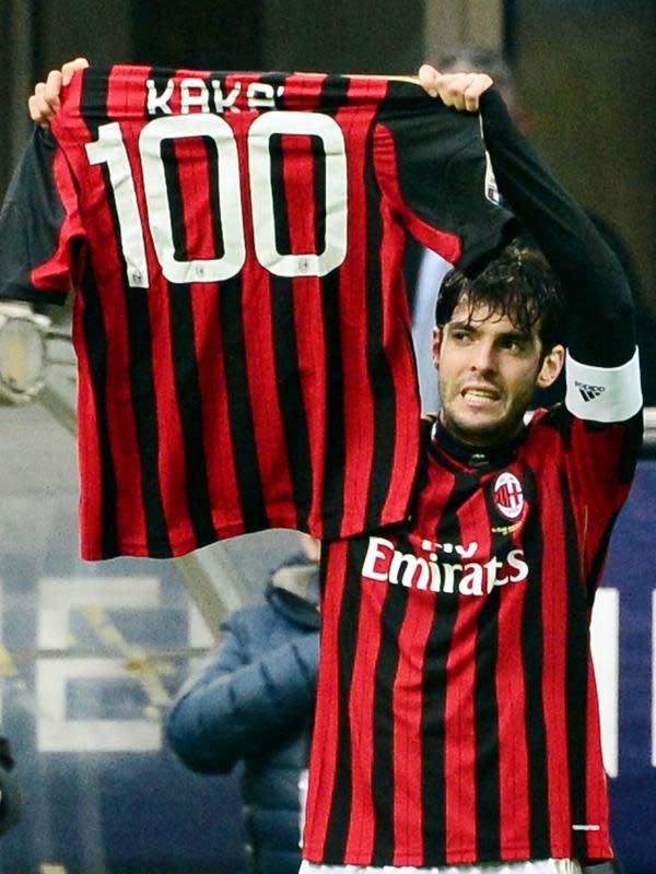 3. Kaka - Bintang AC Milan asal Brasil ini memiliki nama asli Ricardo Izecson dos Santos Leite. Julukan Kaka bermula dari panggilan adiknya Diago untuk dirinya yang saat itu tidak bisa menyebutkan nama Ricardo. (AFP/Giuseppe Cacace)