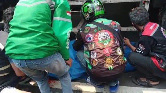 Hendak Menyalip Angkutan, Ibu Tiga Anak Meninggal Terlindas Truk