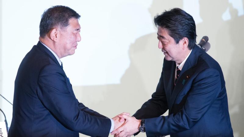 Shigeru Ishiba pictured with Shinzo Abe