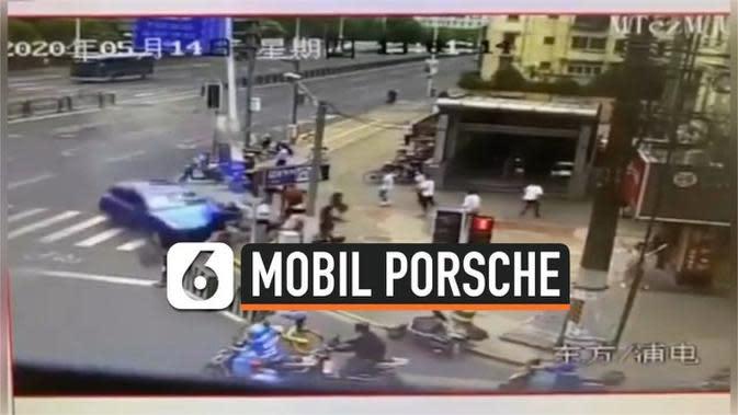 VIDEO: Kendarai Mobil Porsche, Kakek Usia 75 Tahun Tabrak Pejalan Kaki