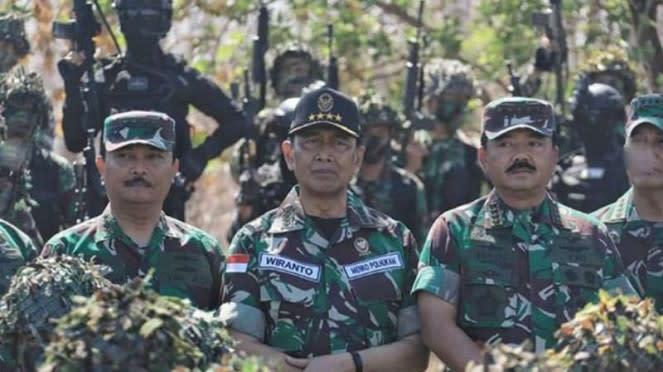 VIVA Militer: Jenderal (purnawirawan) Wirato bersama Panglima.