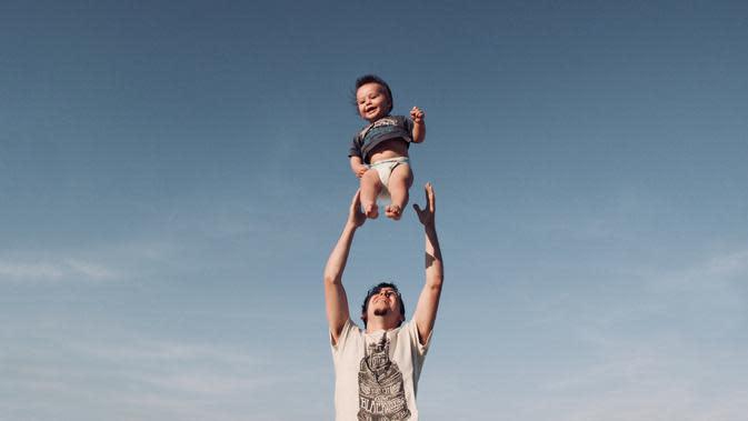 Kisah Pria Lajang yang Adopsi Bocah Down Syndrome