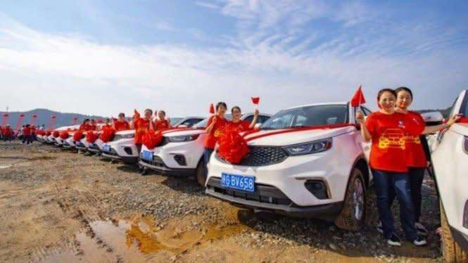 Buruh Indonesia Lagi Berjuang, di China Malah Dikasih Mobil Baru