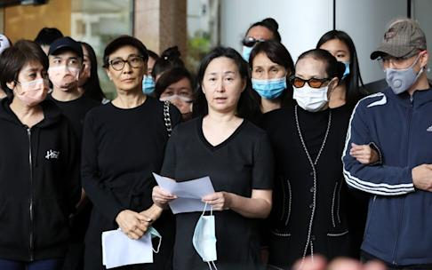 Pansy Ho Chiu-king (centre), speaking on behalf of the Ho clan outside the Hong Kong Sanatorium & Hospital on May 26, 2020, announcing the passing of tycoon Stanley Ho. Photo: K. Y. Cheng