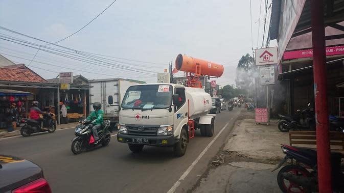 PSBB Akan Berakhir, Jalan Protokol di Tangerang Disemprot Disinfektan