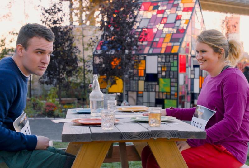 Jillian Bell dans le personnage de la Bretagne sur le tournage de Brittany Runs to Marathon.